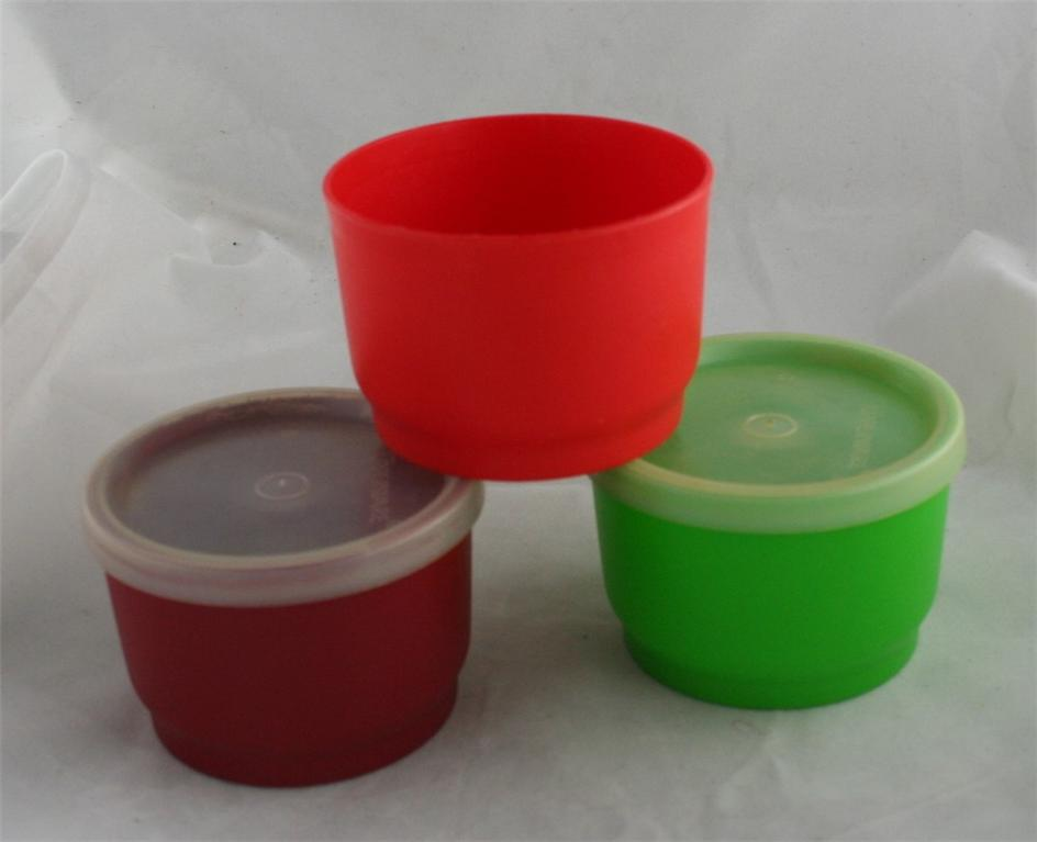 vintage Tupperware,snack, plastic,seals,4 oz