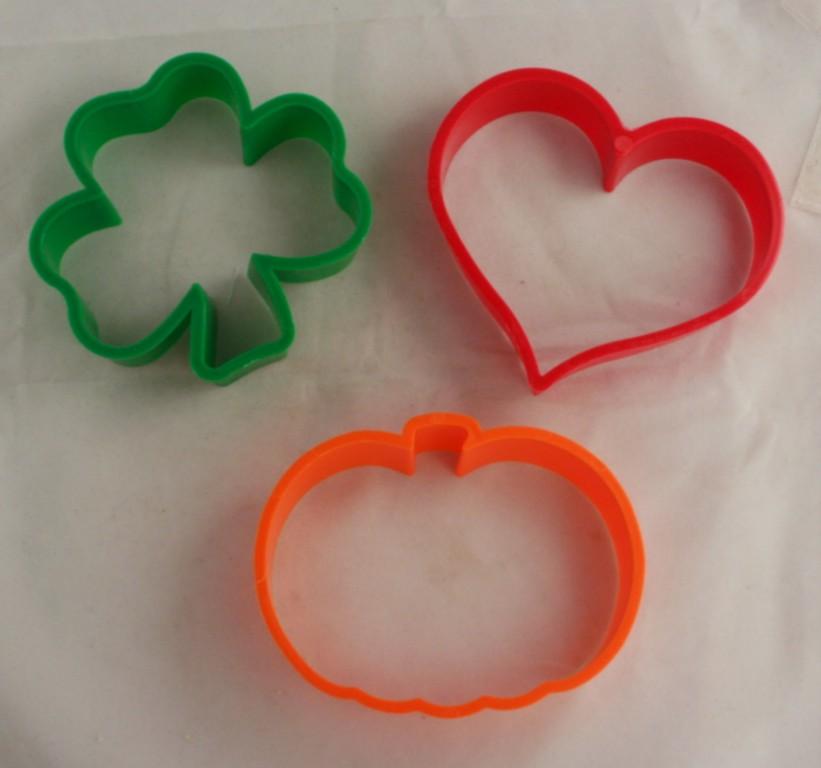 vintage cookie cutter,holiday,heart,shamrock,pumpkin,St Valentines Day,St Patrick's Day,Thanksgiving,Halloween