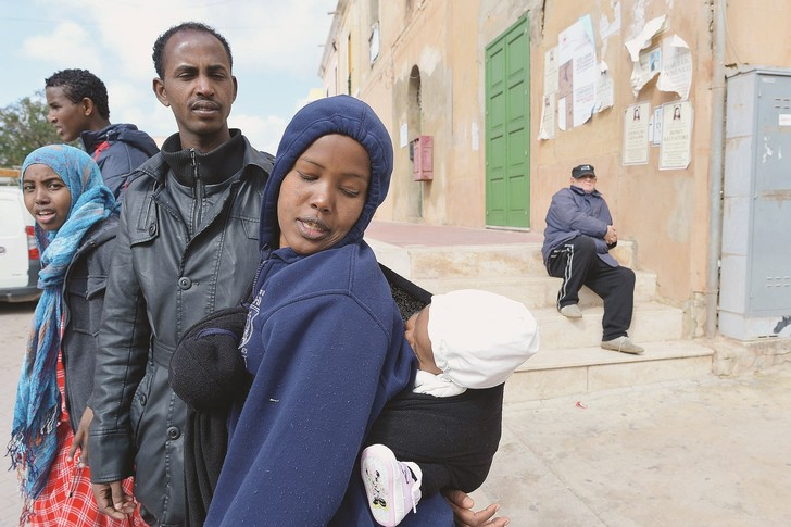 Une famille somalienne à Lampedusa. Les médiateurs permettront de favoriser l'intégration des réfugiés en Italie.