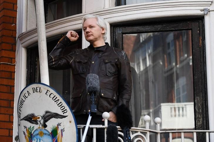 Julian Assange, à l'ambassade de l'Équateur, à Londres, le 19 mai.