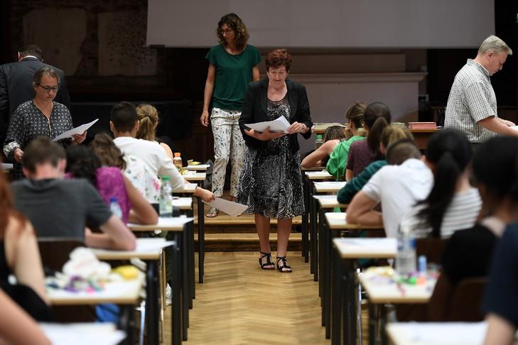 L'épreuve de philosophie ouvre la session 2017 du baccalauréat au lycée Fustel de Coulanges de Strasbourg, le 15 juin 2017 / AFP