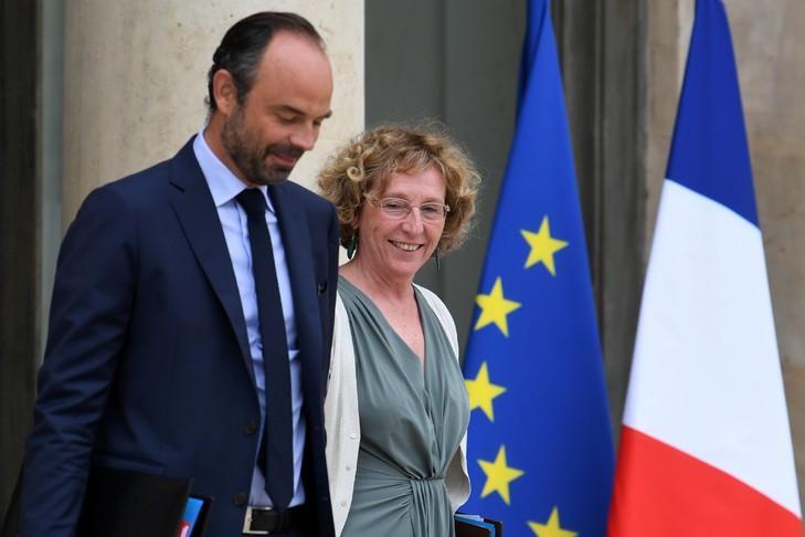 Le Premier ministre, Édouard Philippe, et sa ministre du Travail, Muriel Pénicaud, quittent le palais de l'Élysée le 30 août 2017 / AFP
