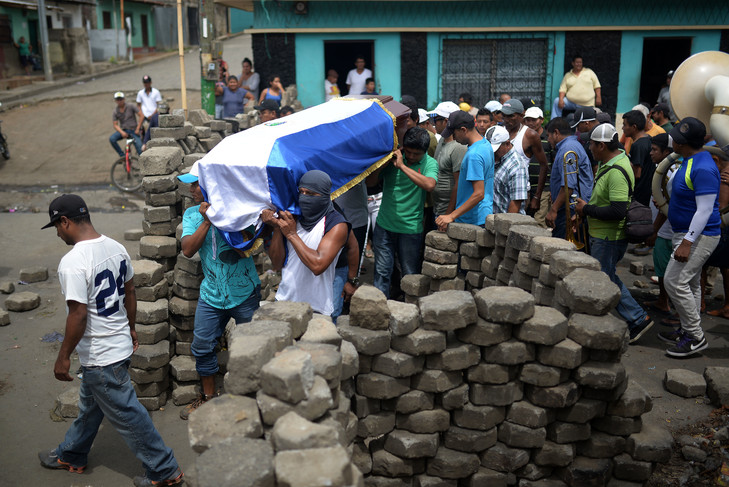 Begräbnis eines Opfers, getötet von regierungstreuen Kräften in Masaya, Rebellenstadt von Icaragua 35 km von Managua, 16. Juli 2018 / AFP