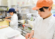 In Japan, some sectors, such as catering, are short of arms.