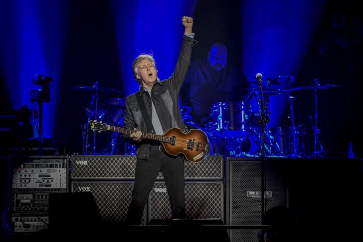 Paul McCartney Rallume La Flamme Beatles La Dfense