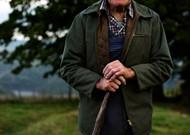 Ein alter Hirte auf der Weide. Die GAP besteht seit fast sechzig Jahren.
