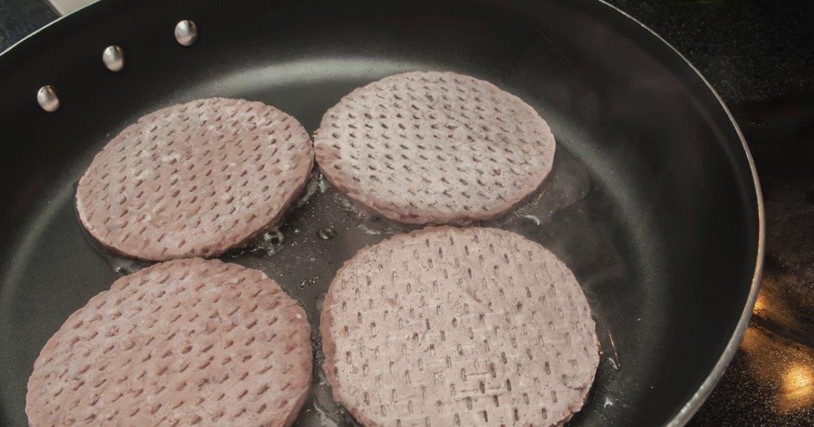 How to Cook Frozen Beef Patties in a Frying Pan ...