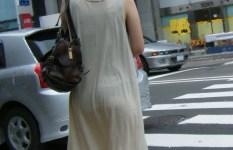 透けると分かってる服で下着晒して歩く女って痴女なの?ww