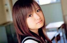 たぬき顔が可愛い女の子の画像
