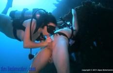 酸素ボンベを担いででもヤル、水中でセックスをする人たち