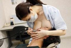 「わざとおっぱいを押し当ててくるエロい歯科衛生士」というジャンルのエロ画像