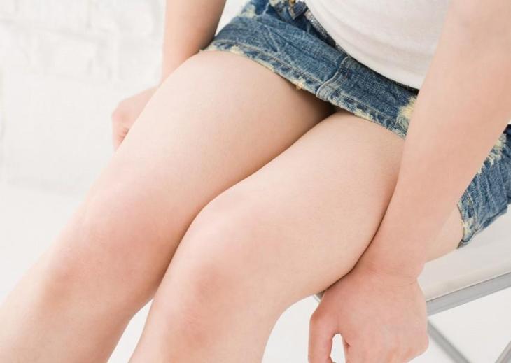 綺麗なお姉さんのムチムチな生脚でシコシコしてほしいw1