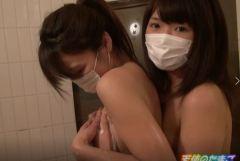 【個撮】円光女子が友達連れてきたwお風呂でイチャレズ&イラマチオ指導