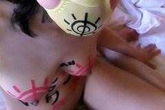 裸体に卑猥な落書きをされて肉便器と化してるオンナたちのエロ画像