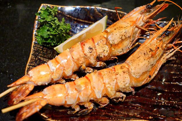 台中串燒│那一間日式串燒鳳凰松坂肉超特別,還有口齒留香炸榴槤約訪