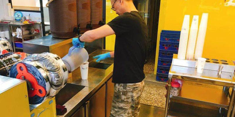 台中西屯區飲料店│老闆有點酷的自然醉,現場有人拜託請不要再按了