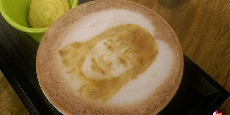 【彰化咖啡廳】吉米好站藏匿的人像拉花與展覽
