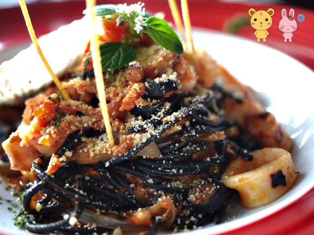 【美食體驗】二訪法義風味人文餐廳。海鮮總匯墨魚麵
