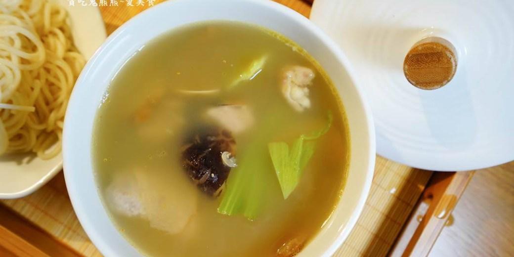高雄美食 前金區/城裡的小月光 單身雞湯-熬煮代替現煮更搞工的美味