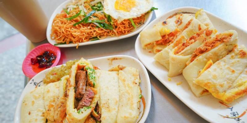 高雄早午餐  中都陳早餐店-沙朗牛排蛋餅沾上特調黃瓜醬.辣椒醬,美好早晨呀