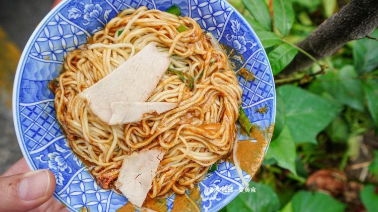 高雄陽春麵 文璋陽春麵-鴨肉麵湯頭甘甜,拌入沙茶與麻醬的麵條好涮嘴