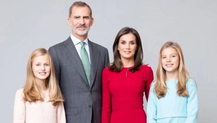 Official portrait of the Kings Felipe and Letizia, Princess Leonor and the Infanta Sofia
