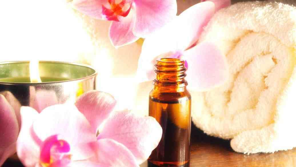 玫瑰精油怎样使用 玫瑰精油的功效与禁忌