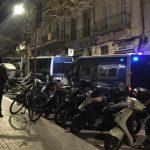 Denuncien un desallotjament en un immoble ocupat al carrer d'Olzinelles, a la Bordeta
