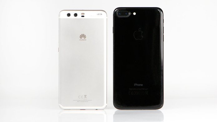 Huawei P10 Plus (left) and iPhone 7 Plus (right)