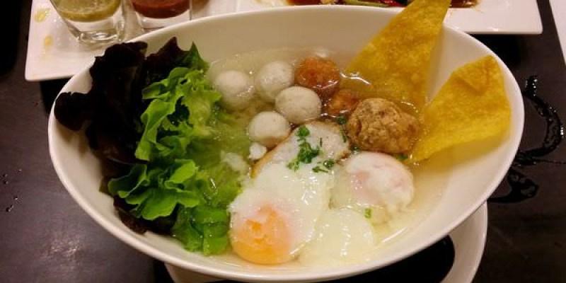【曼谷小吃】老店大變身 -- Lim Lao Ngow 林老五魚丸麵店