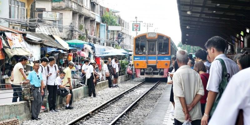 【龍仔厝】Mahachai 搖搖擺擺鐵支路,搭乘10泰銖火車逛瑪哈猜傳統市場 Mahachai Market、瑪哈猜火車夜市 Mahachai Railway Night Market