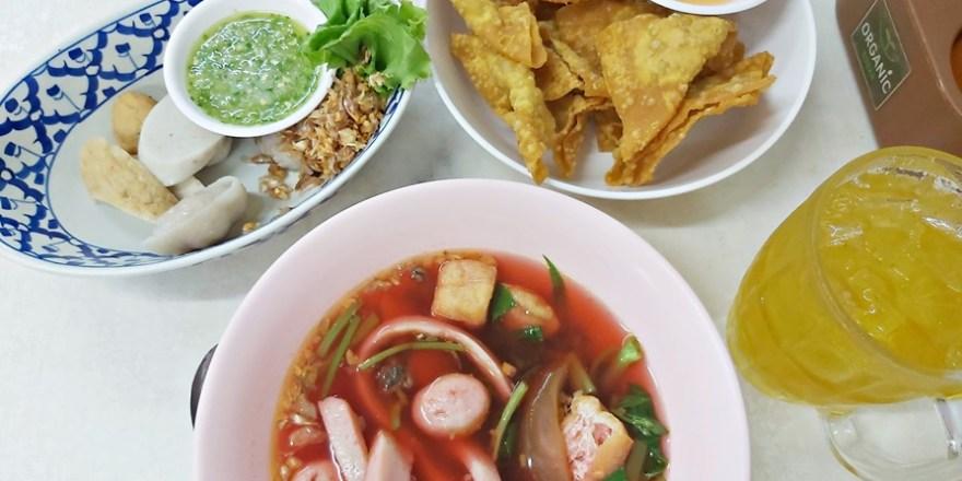 【2020米其林曼谷小吃】隆龍魚丸麵Longleng Noodles,特製魚肉麵條爽口彈牙,銅板價帶你吃遍曼谷美食