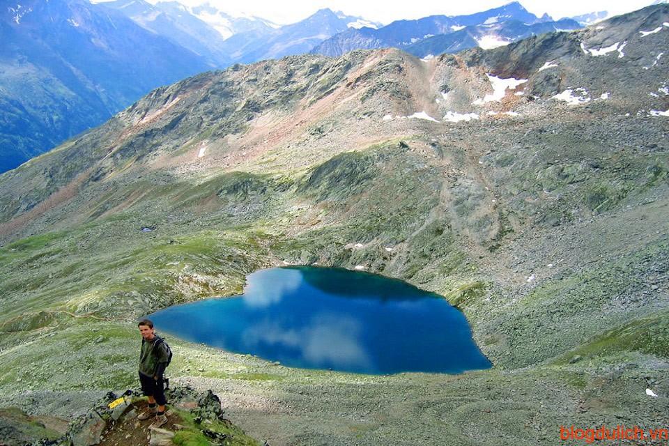 Hồ nước tình yêu này ở độ cao 3056m so với mặt nước biển, nằm ở nước Áo.