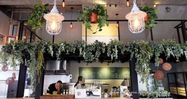 【台中南屯】下町咖啡屋-日系風外觀.舊窗框搭垂墜式植物裡藏有貓頭鷹.木質簡約又帶點個性.咖啡冷泡茶飲.沙拉盒三明治.以外帶式為主