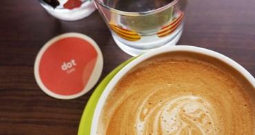 【台中咖啡午茶】點咖啡dot cafe -裝潢環境很舒適.隔壁桌的義麵看起來不錯