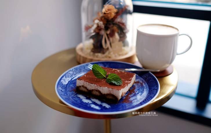 20191220010554 36 - RUMcafe│結合悅陞家居的北歐老件傢具飾品,空間擺設光影好美,喝杯咖啡享受舒適自在