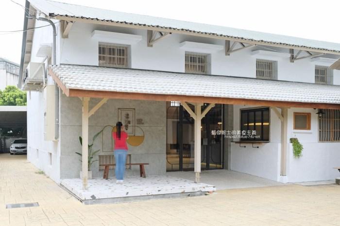 台中豐原│憬初尋-豐原老倉庫改建成咖啡廳,木質設計結合工業風,老屋新生也推廣國產咖啡及農產