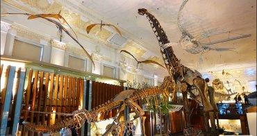 台北車站銀行出現恐龍大爆走! 土銀展示館恐龍大軍出沒,恐龍咖啡館喝咖啡看化石(台北雨天備案親子景點)