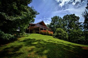 Front Elevation at Livin' Lodge in Sky Harbor TN