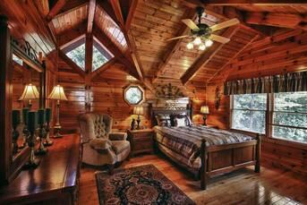 Top floor bedroom. at Livin' Lodge in Sky Harbor TN