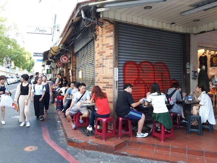 【台南 中西區】萬昌街臭豆腐。巷弄轉角遇上美食|無招牌騎樓小吃超人氣|關東煮均一價8元