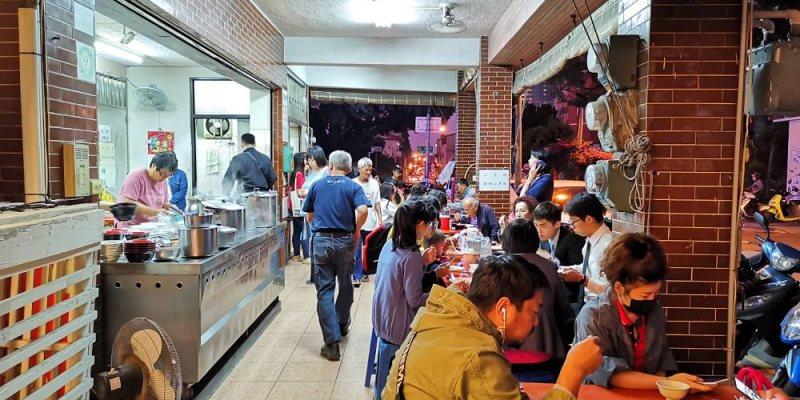 水餃之家。韭黃水餃多汁、酸辣湯料多、滷菜入味、紅茶免費 台南東區美食