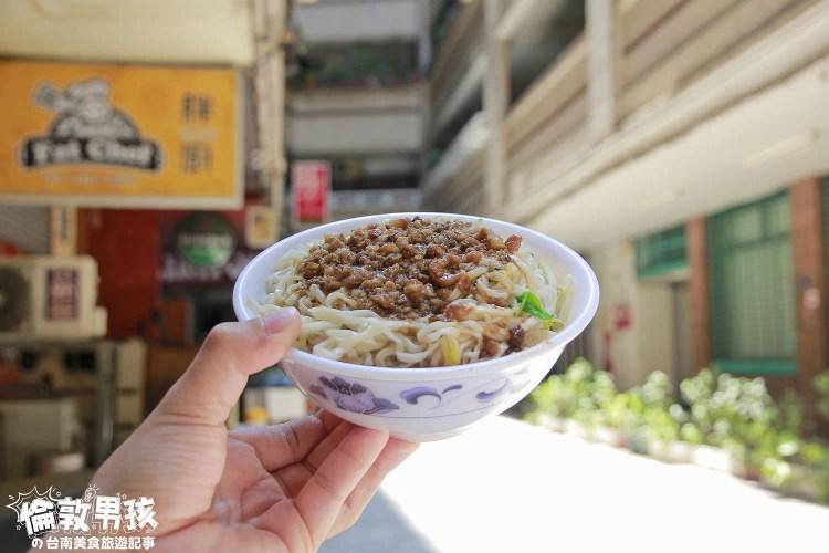 台南隱藏美食-成功大廈裏的無名老麵店,經典樸質的小吃
