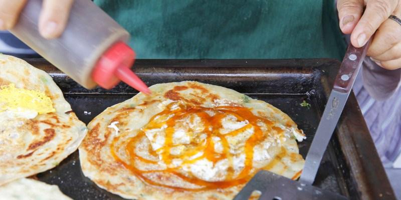 台南大灣高中旁的「阿嬤蔥抓餅」,為照顧重病兒子,賣古早味蔥油餅維持家計~