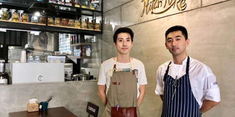 Hitchhike Cafe' & Bistro 「搭便車早午餐餐酒館」兩位大帥哥開設