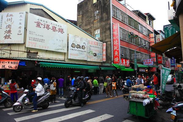 台南「富盛號」-府城的傳統黑碗粿,全國的知名老店!