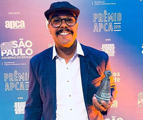 Jé Oliveira se torna o primeiro diretor negro a vencer maior prêmio do teatro de SP