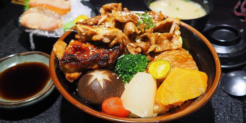 <台中日式> 八坂丼屋,台中大遠百內的丼飯專賣店,一次可以吃到兩種主菜的醬烤雞豬雙燒丼。(台中丼飯/台中海鮮丼/台中大遠百美食)