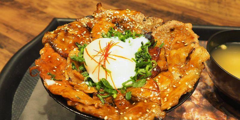 <台中日式> 牛角次男坊,單純享受吃燒肉丼飯的炙燒香氣,就這樣大口吃肉吧!(台中大遠百美食/台中丼飯/台中燒肉丼)