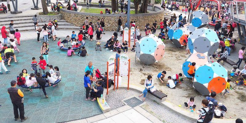 <台中清水> 清水鰲峰山運動公園,家長們口耳相傳溜小孩聖地,有沙坑、步道、繩索等設施,假日人潮爆滿!